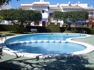 Complejo_terrace_swimming_pool_pic1